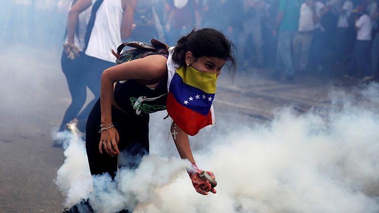 """Alertan de que en Venezuela pretenden activar las acciones violentas de """"vecino contra vecino"""""""