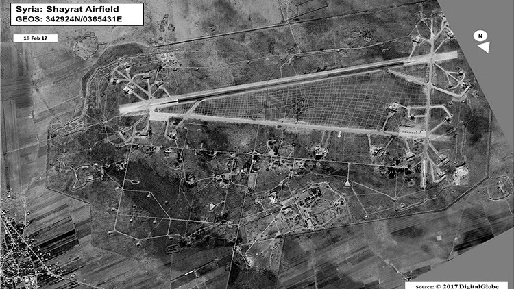Ejército sirio habría evacuado a personal y a equipos de base aérea antes del ataque de EE.UU.