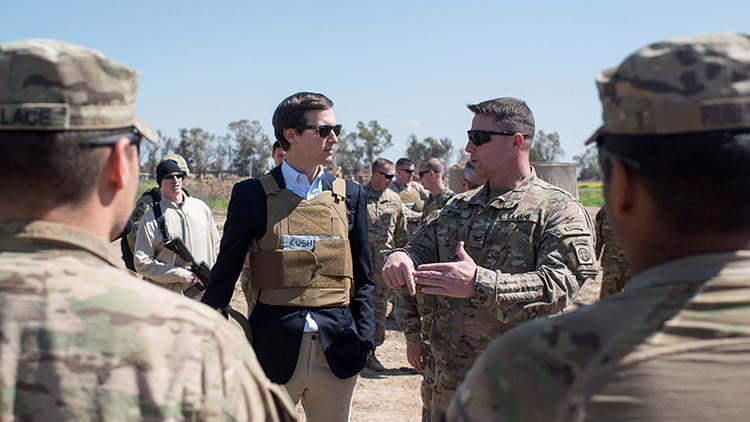 El yerno de Trump provoca burlas en la Red por su vestimenta en Irak