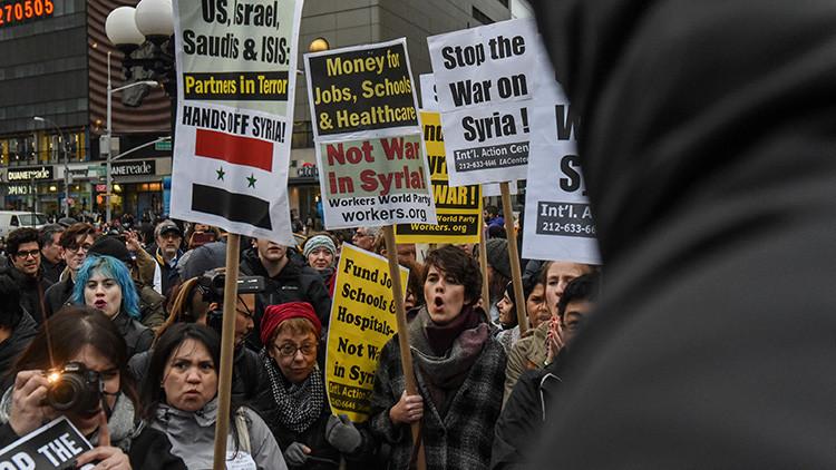 """""""Quiten las manos de Siria"""": Protestas en EE.UU. tras el bombardeo al país árabe (VIDEO, FOTOS)"""