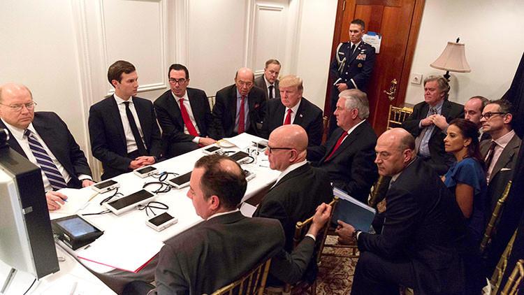La foto de Trump que habla mucho de quienes toman las decisiones en EE.UU.