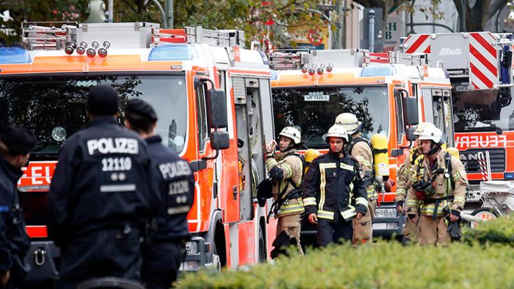 Alemania: Un coche cargado con balones de gas propano explota ante el ayuntamiento de Verden (FOTOS)