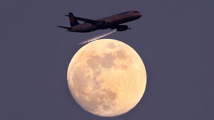 La 'luna rosada' iluminará el cielo esta semana: ¿qué es y por qué se llama así?
