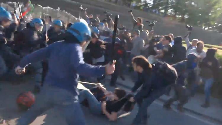 La protesta contra la cumbre del G-7 deriva en fuertes choques con la Policía (Video)