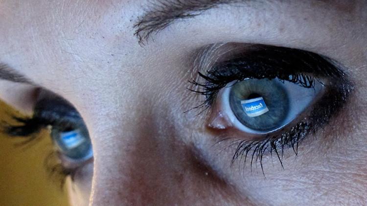 Cómo Facebook 'hackea' su cerebro: revelan los trucos que usan las 'apps' para provocar adicción