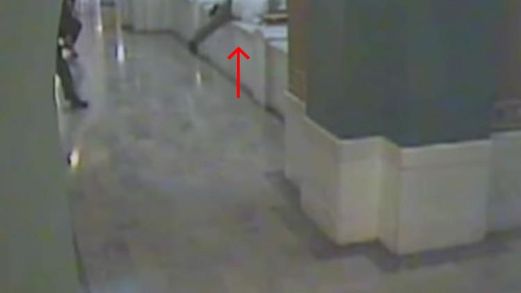 Video escalofriante: escapa de la pena de muerte saltando desde el cuarto piso