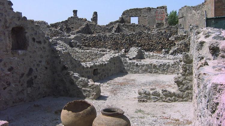 """¿Gays de la Antigüedad?: """"Los amantes de Pompeya"""" petrificados hace casi 2.000 años eran hombres"""