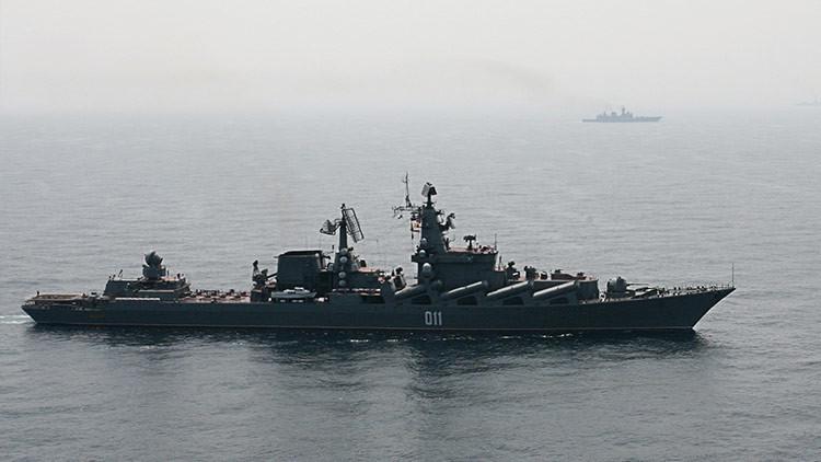 El crucero ruso Variag llega a Corea del Sur antes que el portaviones estadounidense USS Carl Vinson