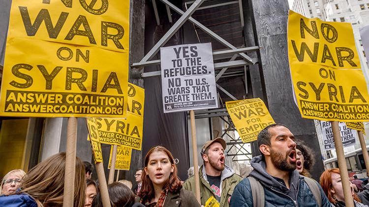 """""""No a la guerra de Trump"""": Miles de estadounidenses piden frenar la agresión a Siria"""