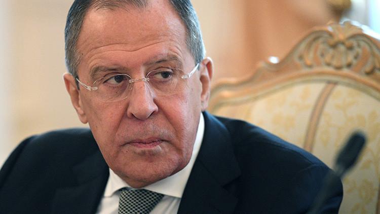 """""""¿Quién le enseñó esos modales?"""": Lavrov llama la atención a una reportera estadounidense"""