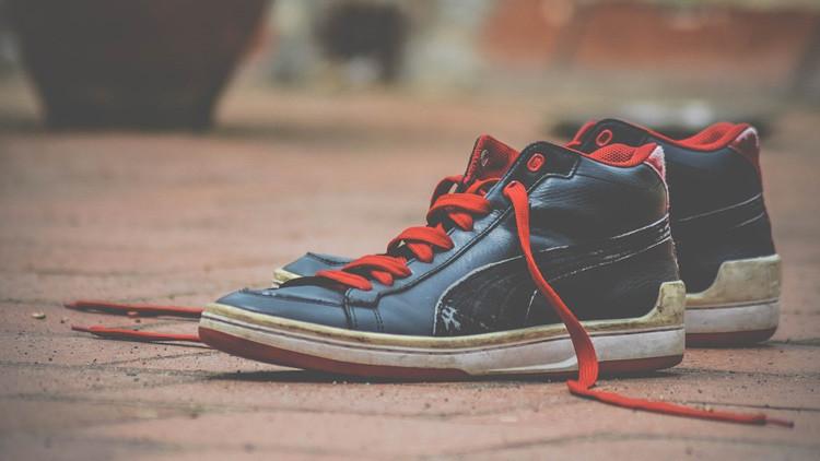 Nudo científico: descubren por qué se desatan los cordones de los zapatos