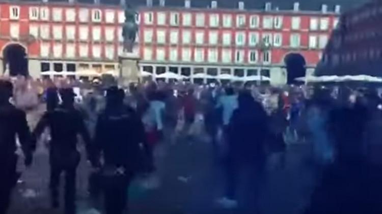 """""""Españoles bastardos, Gibraltar es nuestro"""": Ultras del Leicester atacan a la Policía en Madrid"""