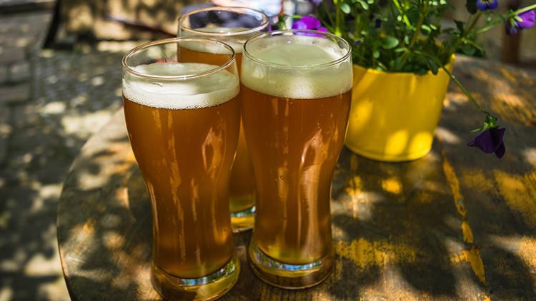 ¿Cuántas cervezas se pueden tomar con un día de salario mínimo en su país?