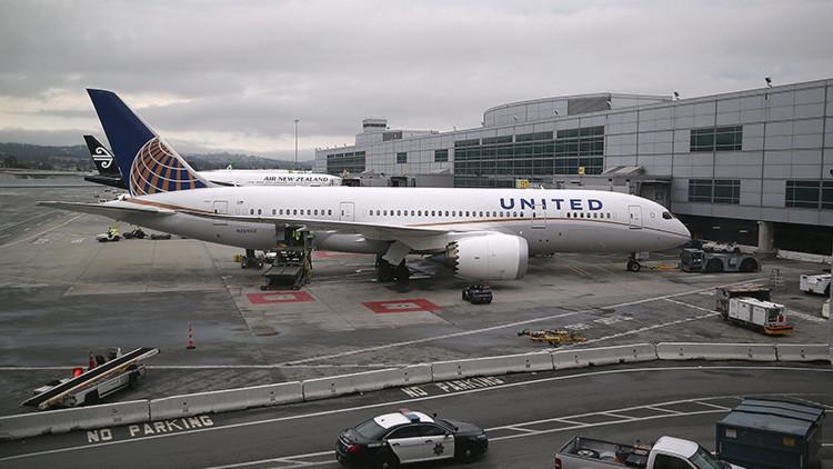 Un escorpión pica a un pasajero en un avión de United Airlines