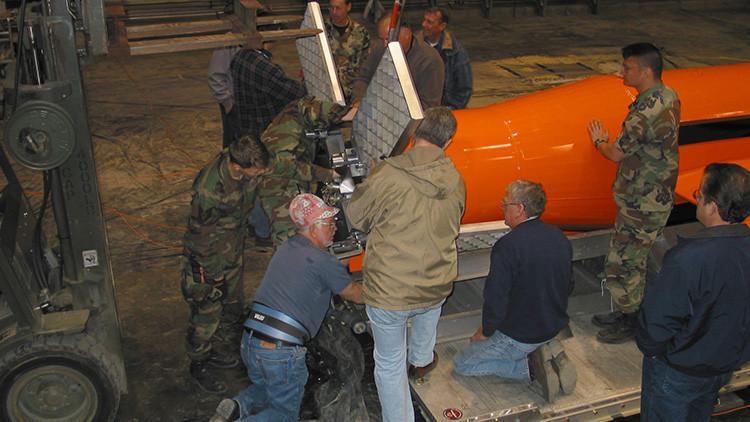"""Experto militar de EE.UU.: """"La madre de todas las bombas no es más que un gran contenedor"""""""