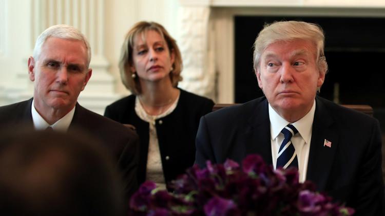 Trump y Pence conversan sobre el lanzamiento de un misil por parte de Pionyang