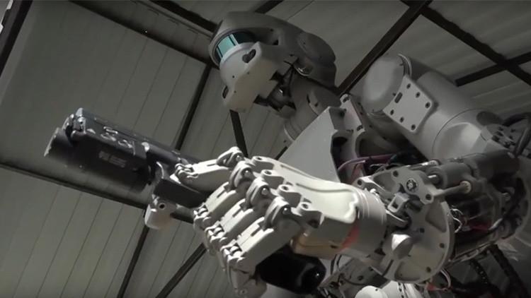 """""""No es 'Terminator'"""": un androide ruso aprende a disparar (FOTOS, VIDEOS)"""