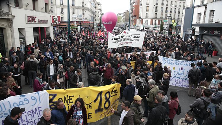 Bombas de humo y petardos en protestas contra Le Pen en París (VIDEO)