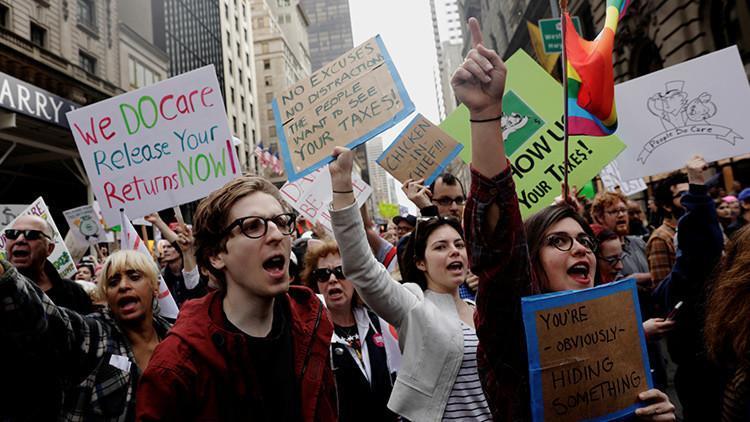 Trump acusa a los manifestantes que le exigen revelar sus impuestos de estar financiados