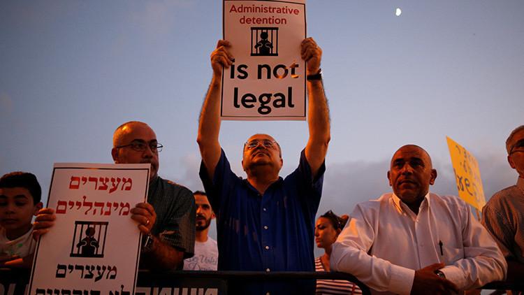 Cientos de palestinos presos en Israel se declaran en huelga de hambre indefinida