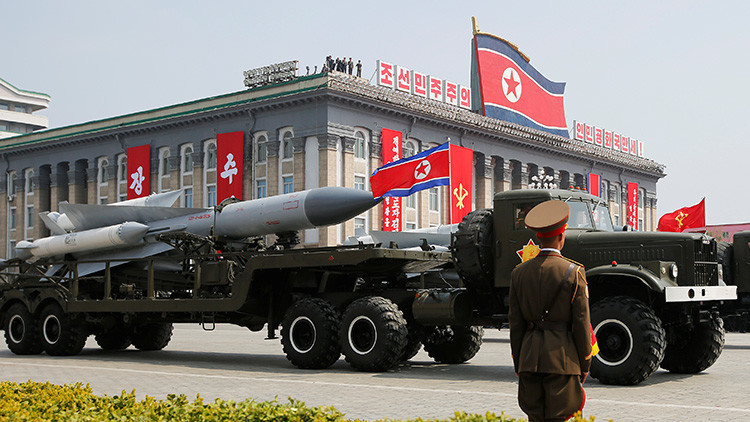Los nuevos misiles exhibidos por Corea del Norte en el desfile eran... ¿falsos?