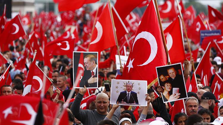 """Erdogan calificado como """"dictador turco"""" en la Wikipedia tras el 'sí' en el referéndum"""