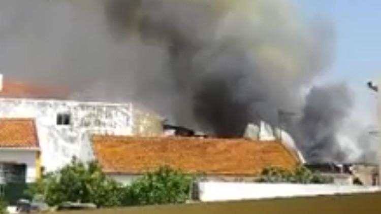 Portugal: Una avioneta se estrella en un depósito y deja varios muertos (VIDEO)