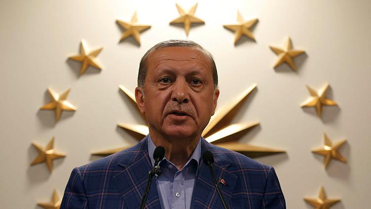 Medios: Trump llama a Erdogan para felicitarle por el referéndum