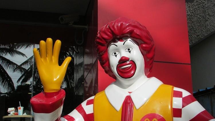 Subastan sobre de salsa de McDonald
