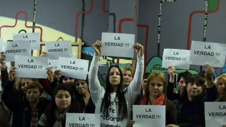 """""""Nada cambió desde 1984"""": Argentinas buscan a sus bebés robados en democracia"""