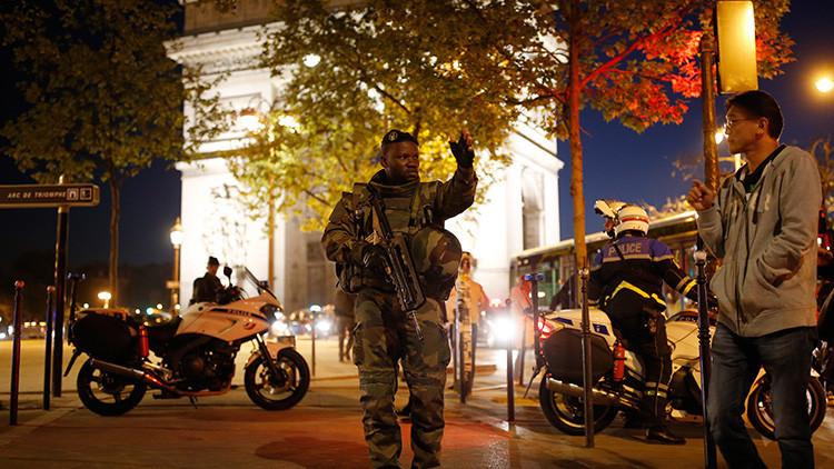VIDEO: El supuesto momento del tiroteo en los Campos Elíseos de París