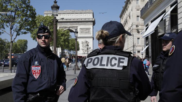 Hallan una nota de apoyo al Estado Islámico cerca del cuerpo del atacante de París