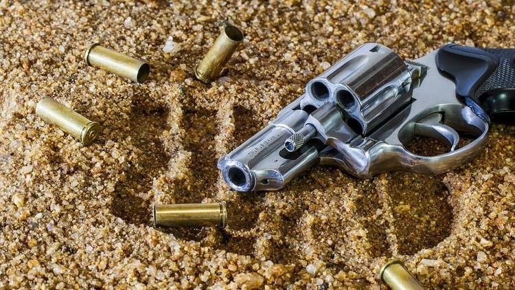 EE.UU.: Muere un menor hispano jugando a la ruleta rusa