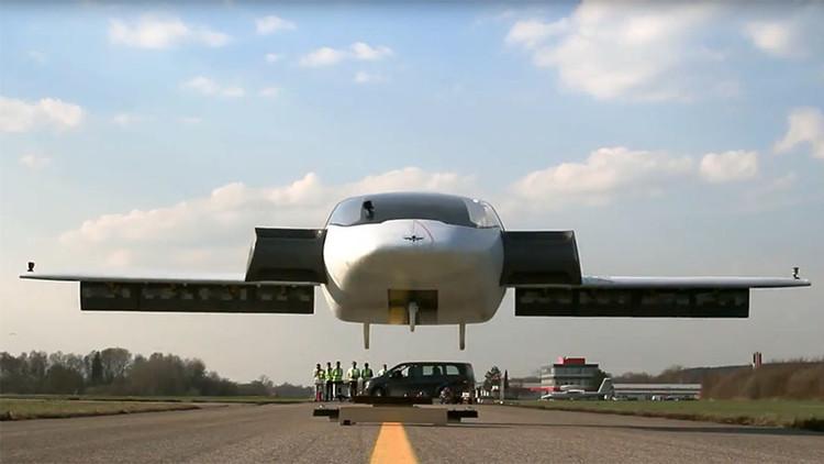 Video: Las espectaculares pruebas del primer 'coche volador'