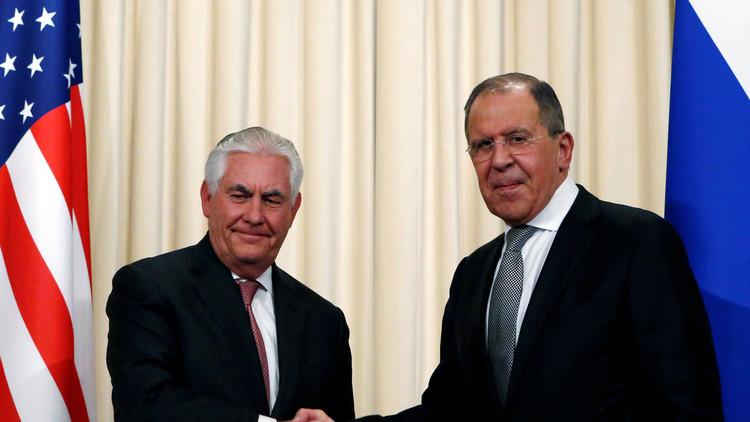 Lavrov y Tillerson abordan la cuestión siria y las relaciones entre Rusia y EE.UU.