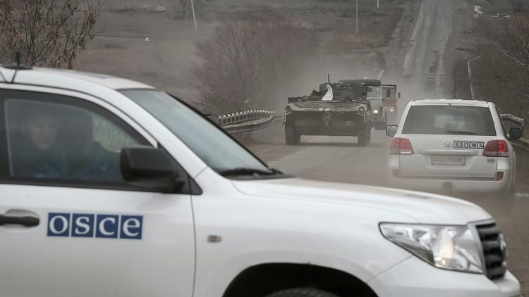Explota un vehículo de supervisores de la OSCE en el este de Ucrania