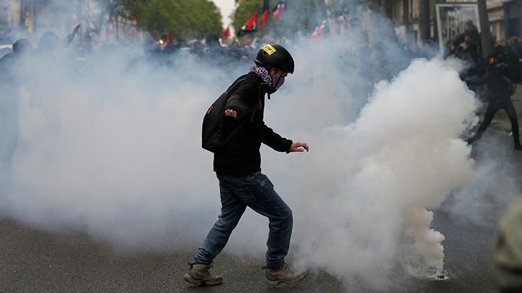 VIDEOS, FOTOS: La Policía emplea gas lacrimógeno contra manifestantes en París