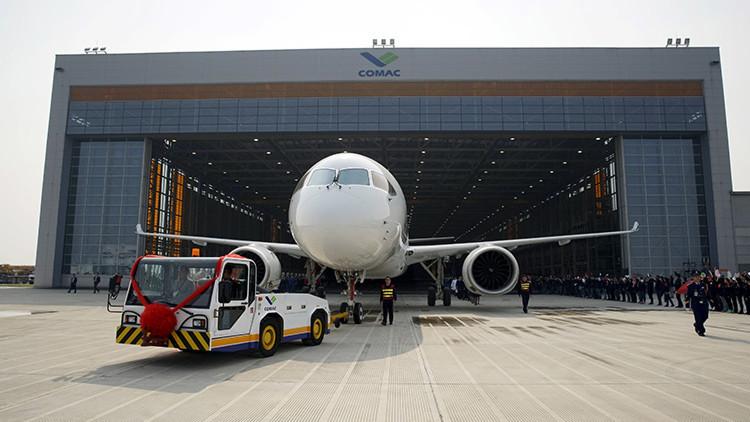 El primer avión de pasajeros chino realiza su última prueba y espera su primer vuelo (Video)