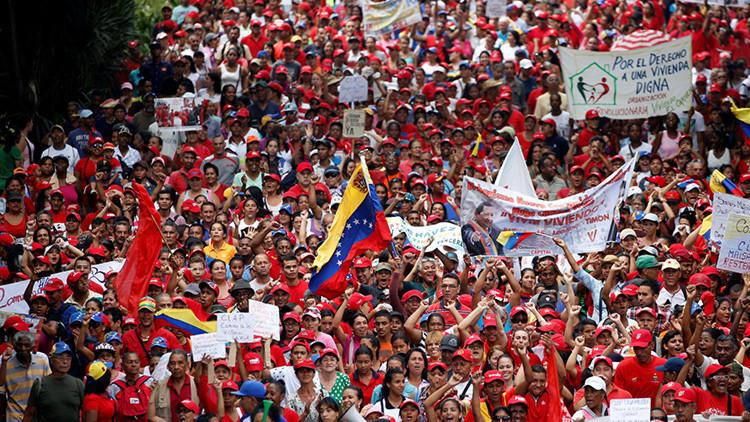 Fallece una mujer que recibió un botellazo durante una marcha a favor de Maduro