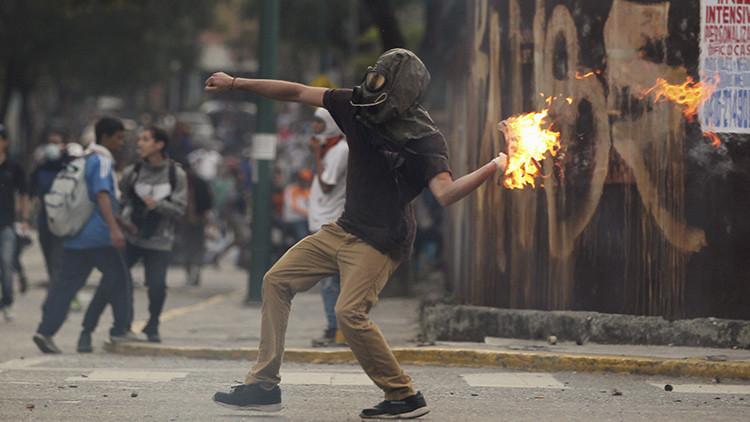 Venezuela: ¿por qué la oposición acusa de 'chavistas infiltrados' a los violentos?