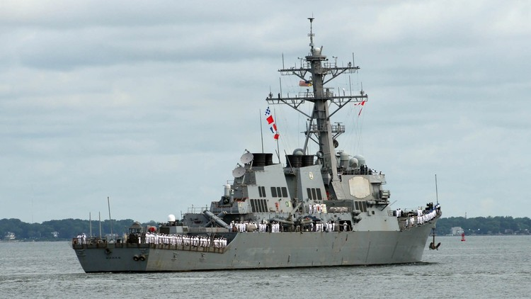 Un destructor de EE.UU. se acerca peligrosamente a un barco de guerra iraní en el golfo Pérsico
