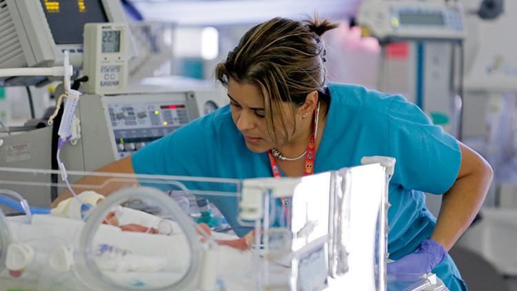 Esperanza para los bebés prematuros: prueban con éxito un útero artificial en animales (video)