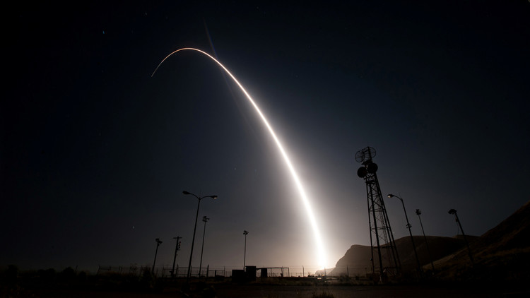EE.UU. lanza un misil intercontinental en medio de tensiones en la península coreana (VIDEO)