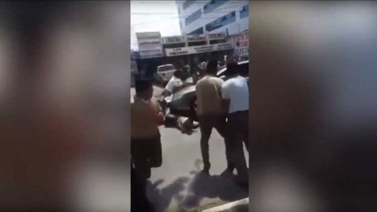 VIDEO FUERTE: Un auto atropella a estudiantes que pedían mejoras educativas en Guatemala