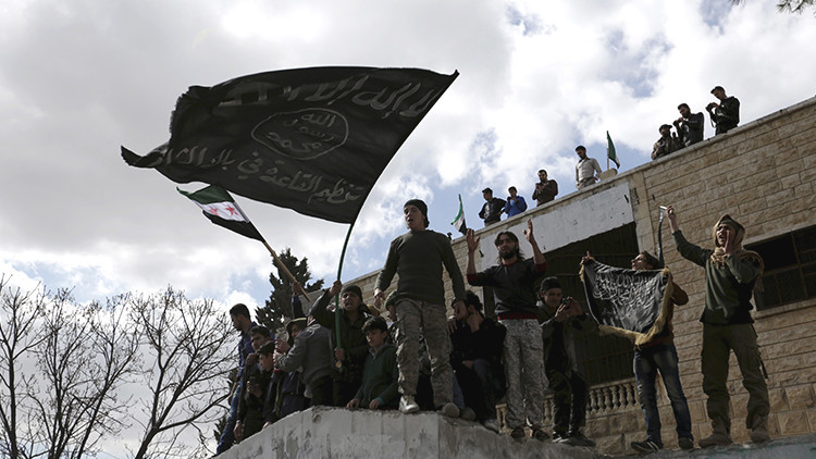 Terroristas del Estado Islámico y Al Qaeda buscan unir sus fuerzas