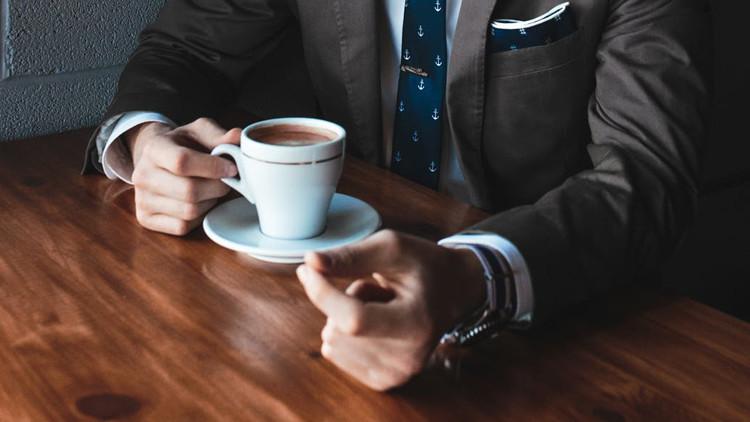 Tres cafés al día: método para prevenir la tercera enfermedad más letal en los varones