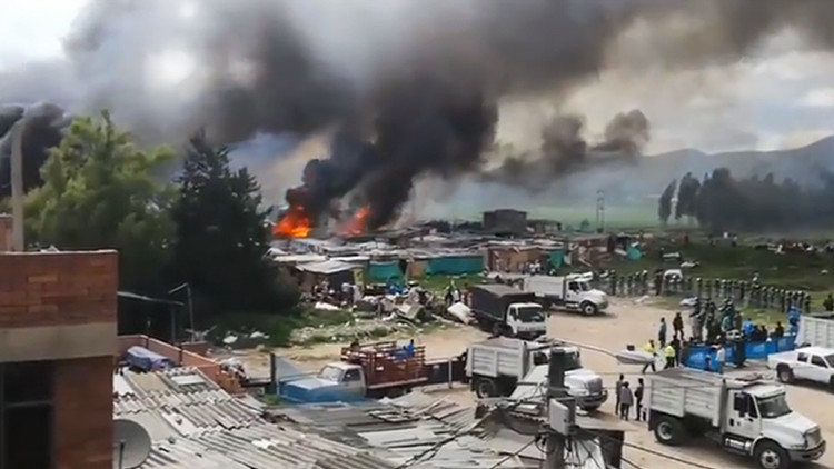 Un desalojo de un barrio de Bogotá acaba provocando un grave incendio