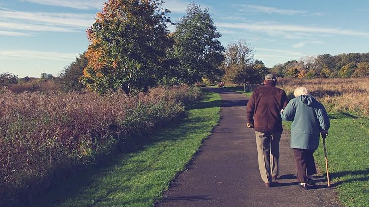 """""""Juntos hasta el final"""": Una pareja británica fallece el mismo día tras 77 años de matrimonio"""