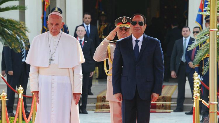 """El papa Francisco visita Egipto: """"una señal positiva"""" para los cristianos de Oriente Medio"""