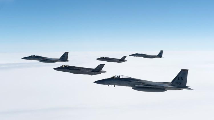 Dos cazas furtivos F-35 de la Fuerza Aérea de EE.UU., desplegados en Bulgaria